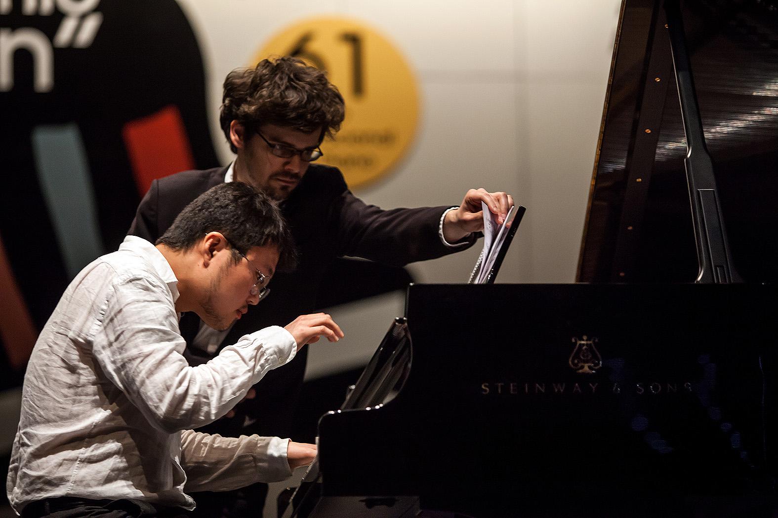 """En esta fase, los pianistas interpretan Jaenera """"Ecos y temple"""", obra obligada de Jorge Sastre"""