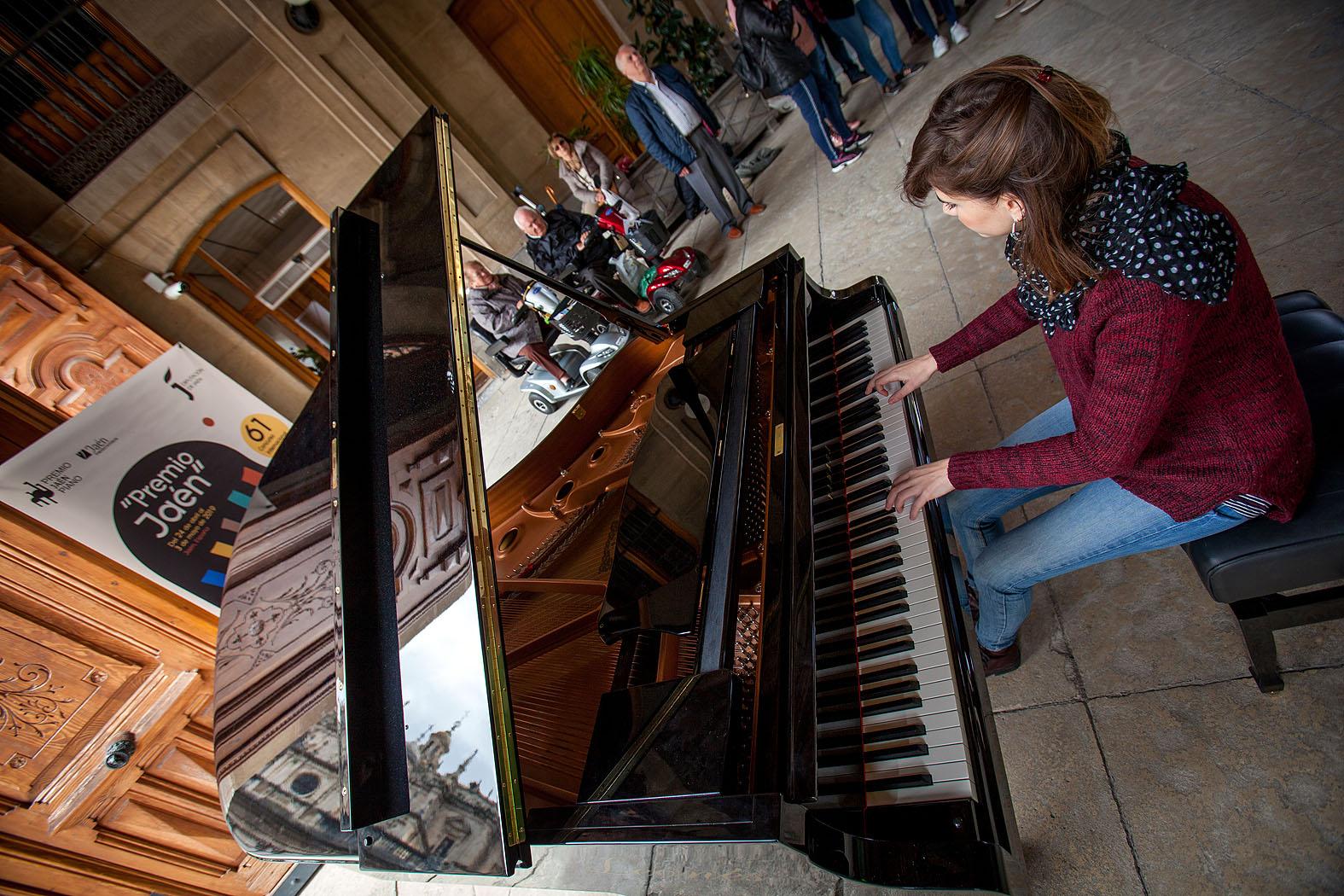 81-Pianos en la calle Lonja de la Diputación de Jaén