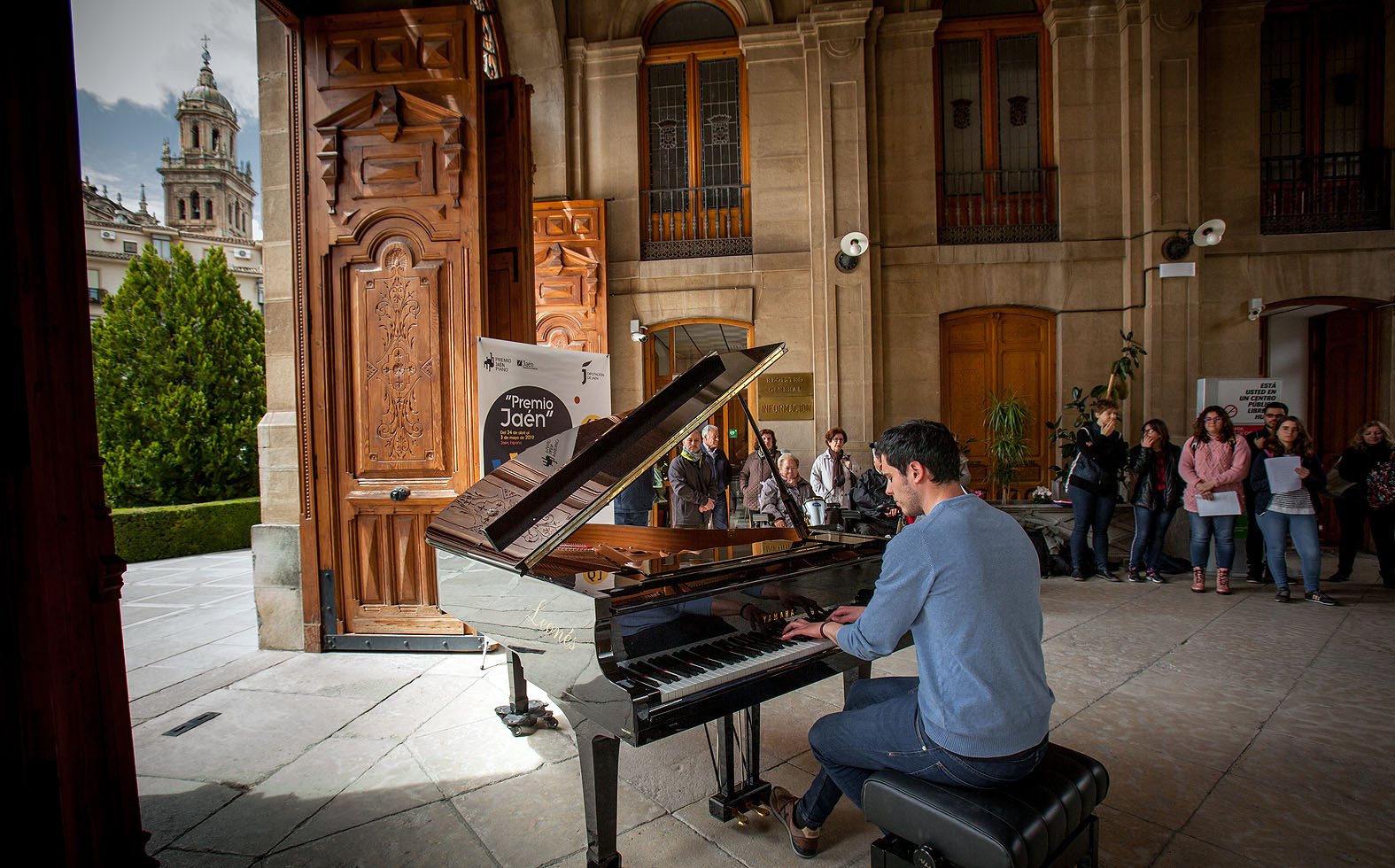 82-Pianos en la calle Lonja de la Diputación de Jaén