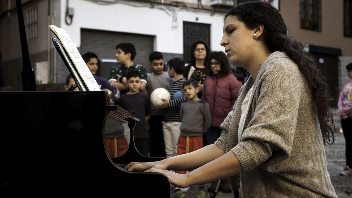 La UJA y el Centro Cultural Baños Árabes acogen los conciertos de piano en la calle como antesala al 58º Premio «Jaén»