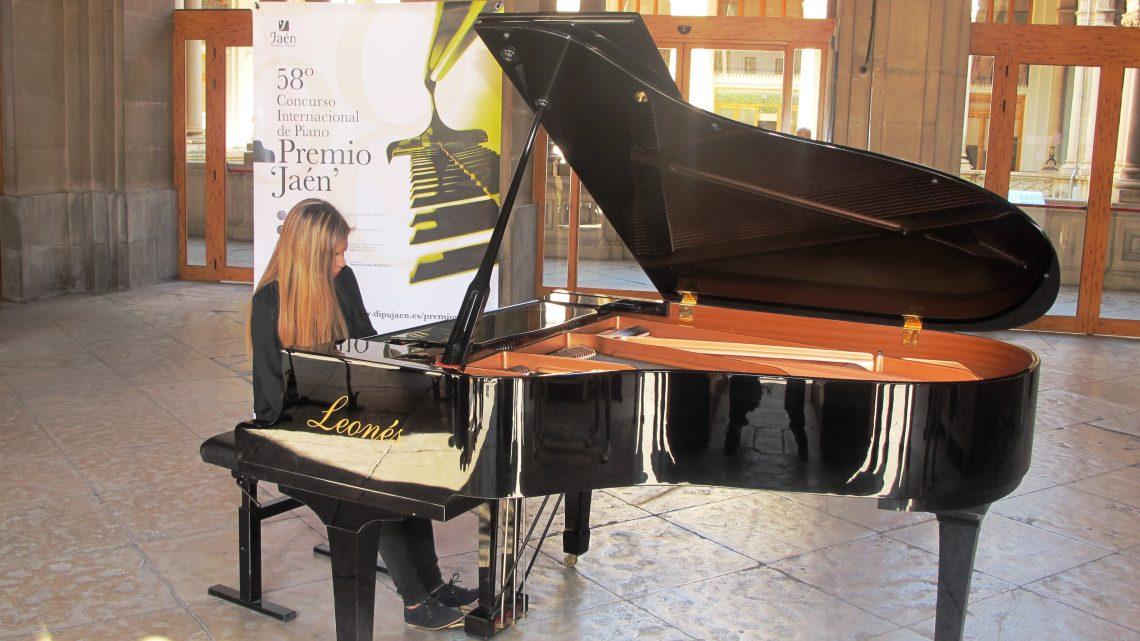 Los conciertos de piano en la calle continúan hoy en el Palacio Provincial y la Plaza Deán Mazas