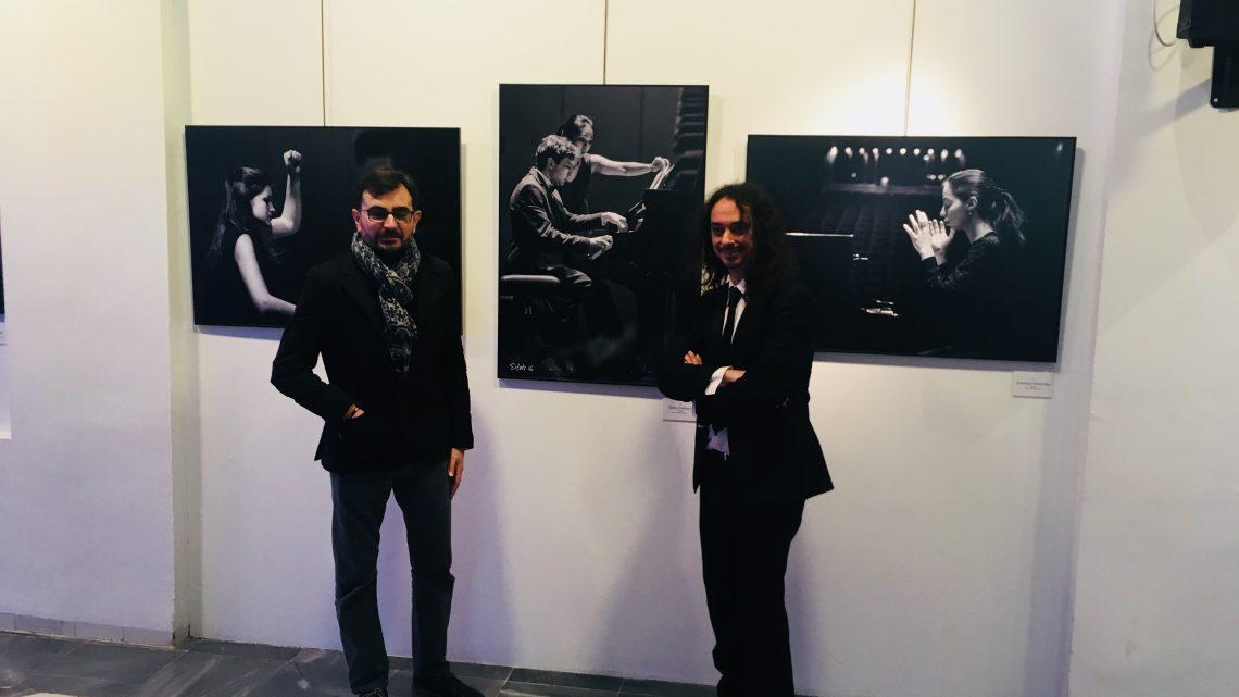 El Centro Cultural Baños Árabes de Jaén acoge la exposición «La luz de la armonía», dedicada al Premio Jaén de Piano