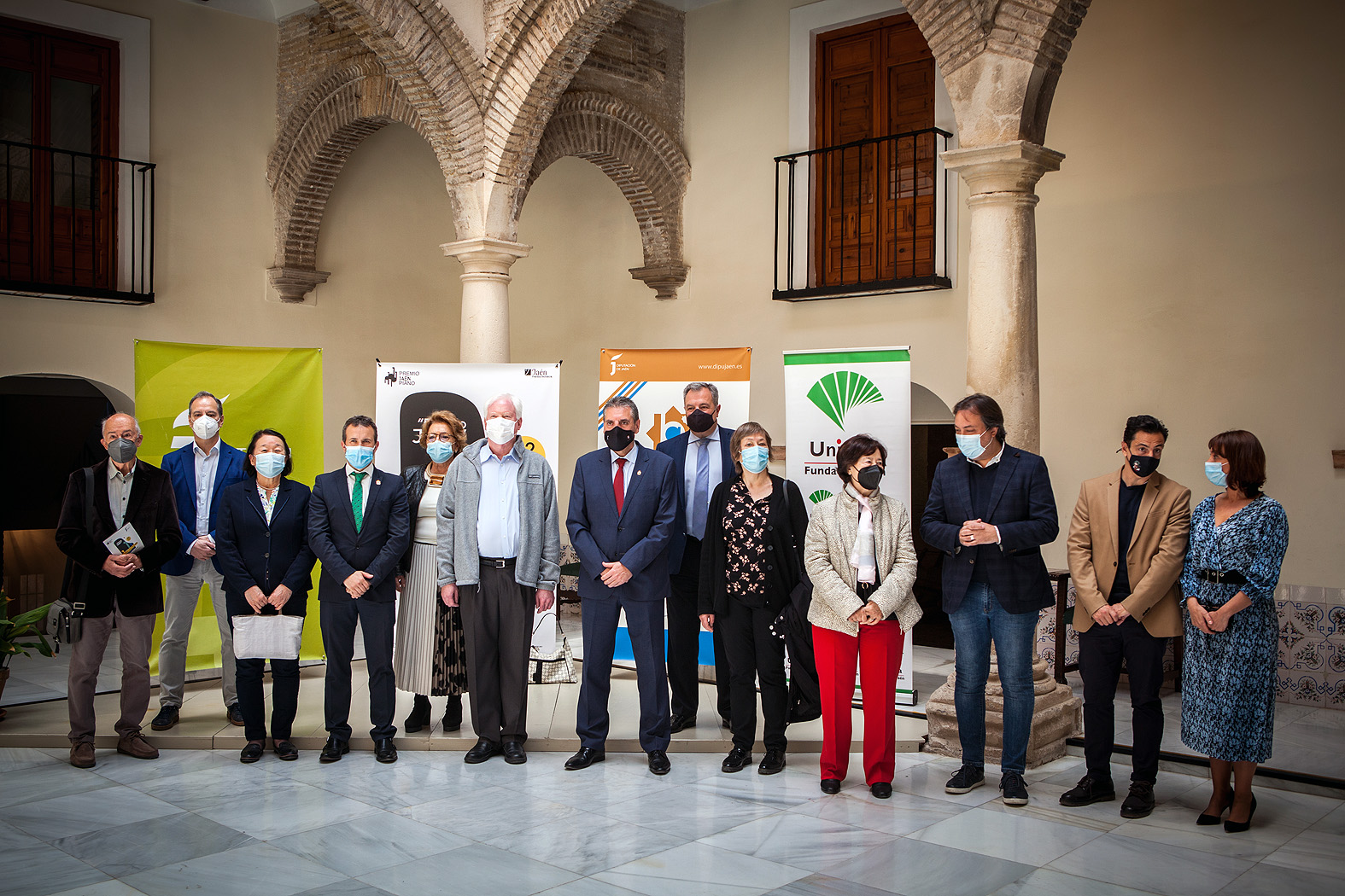 Miembros del jurado con autoridades y patrocinadores