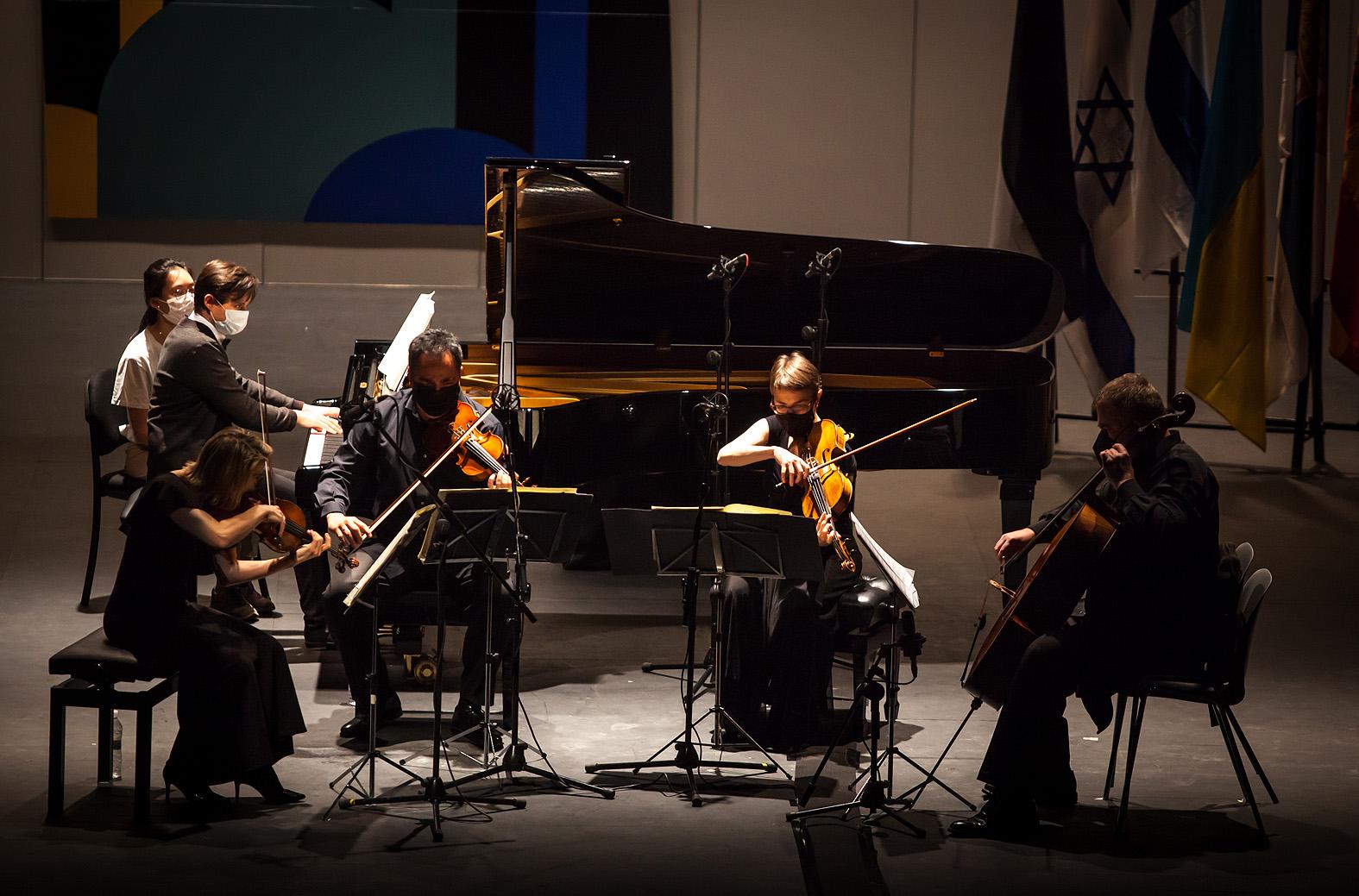 Rustam Khanmurzin de Rusia con el Cuarteto Bretón